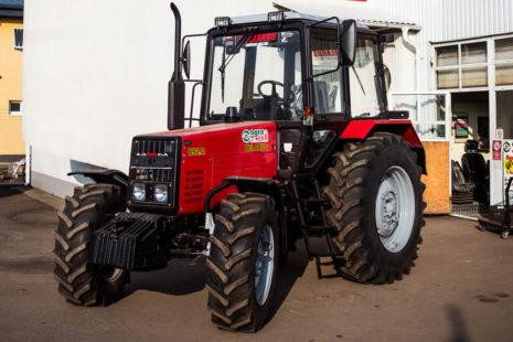Трактор Беларус (щетка) photo